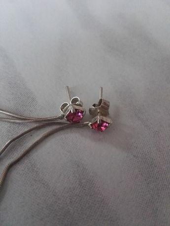 różowe wiszące kolczyki