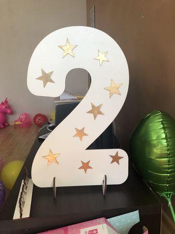 Цифра 2 для святкування дня народження