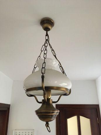 Lampa wisząca w starym stylu