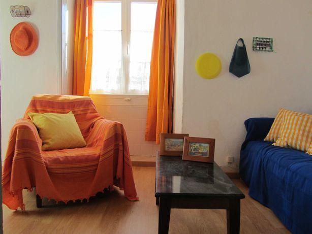 Casa Amarela a duas estudantes no centro de Peniche