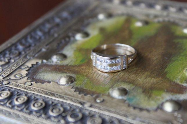 jak nowy pierścionek złoty 585, rozm. 14, waga 2,950