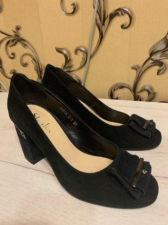 Новые туфли натур замш