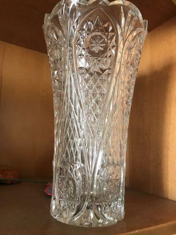 Хрустальная ваза- Чехословакия; Другие хрустальные изделия.