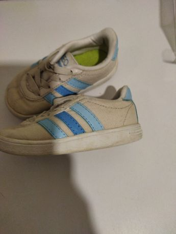 Sapatilhas menino Adidas tamanho 20