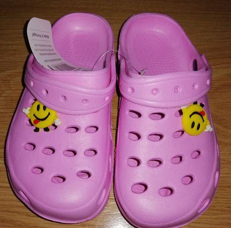 Sandálias tipo Crocs (Novo com Etiqueta): Tam 29