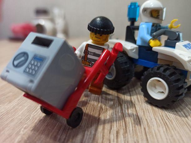 Блоковий конструктор LEGO City Полицейский квадроцикл (60135)