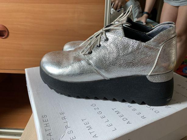 Осенние серебристые ботинки Polin