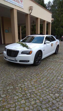 Auto do ślubu Chrysler 300s biała bestia