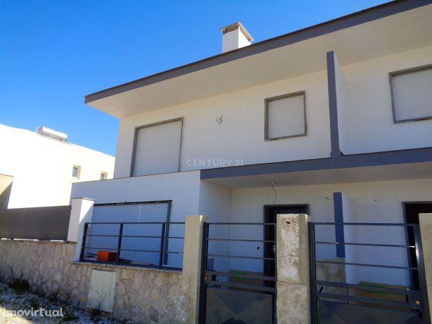 Moradia V4 a estrear em condomínio - Albarraque