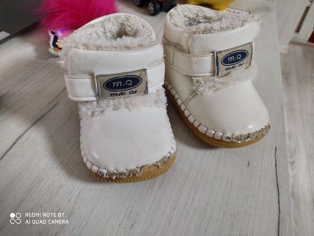 Подарую взуття. Піньєтки зимові