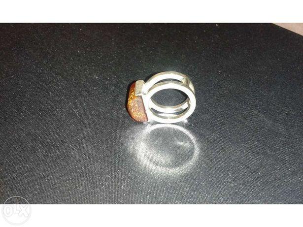 Anel de prata com pedra Âmbar Báltico