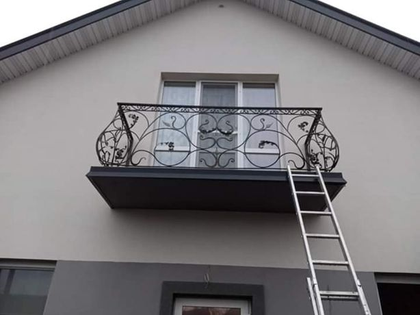 Перила, ограждения, балконные, уличные и внутренние.