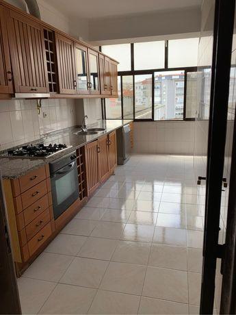 Aluga se apartamento em almada no centro ( Praça Gil Vicente ]