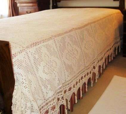 Antiga colcha de casal/solteiro em crochet bege - bonito remate
