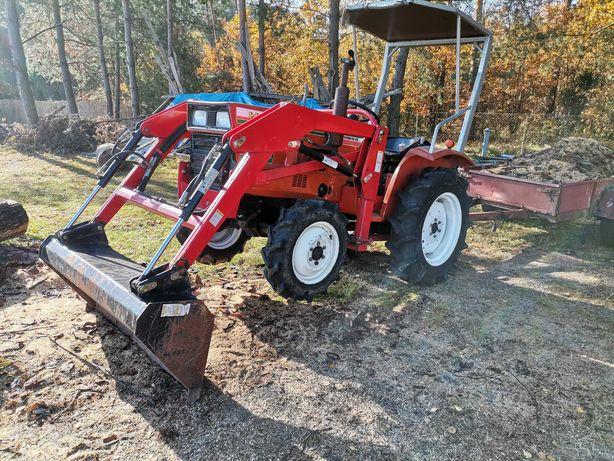 Traktorek ogrodniczy hinomoto E2004