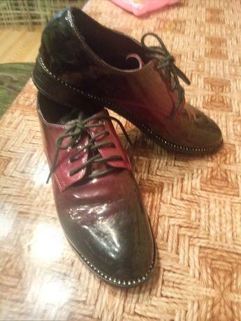 Продам лакированые туфли,39-40