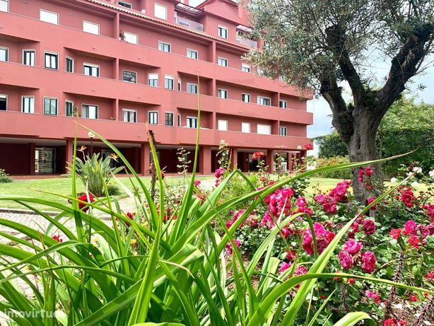 Apartamento T2   Condomínio com Piscina   Parede
