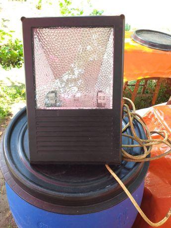 Продам прожектор с металлогалагеновой лампой
