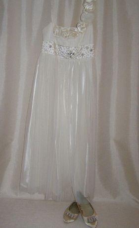 Эффектное платье цвета айвори ,на выпускной. Размер на 136-155 см