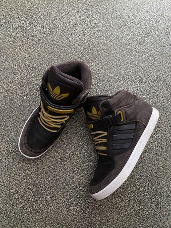 Кроссовки зимние Adidas размер 40.5 (25 см)