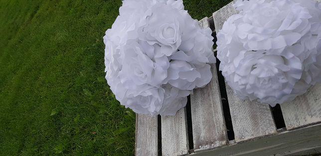 Kule kwiatowe róże białe dekoracje wesele ślub