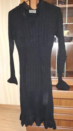Платье с шифоновыми вставками на груди.
