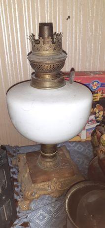 Base de candeeiro a petróleo antigo
