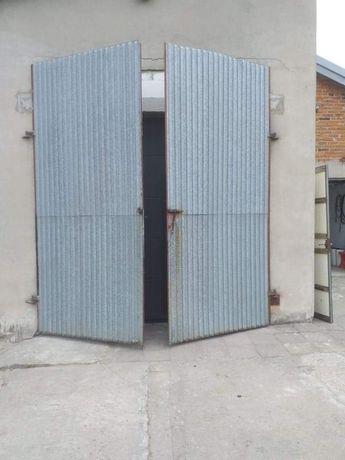 Drzwi garażowe duże i małe