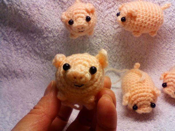 Игрушка амигуруми Свинка (брелок Свинья)
