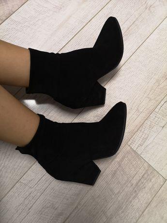Nowe czarne botki, obcas stożkowy 39