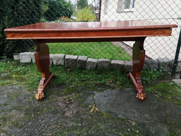 Ładny stół drewniany
