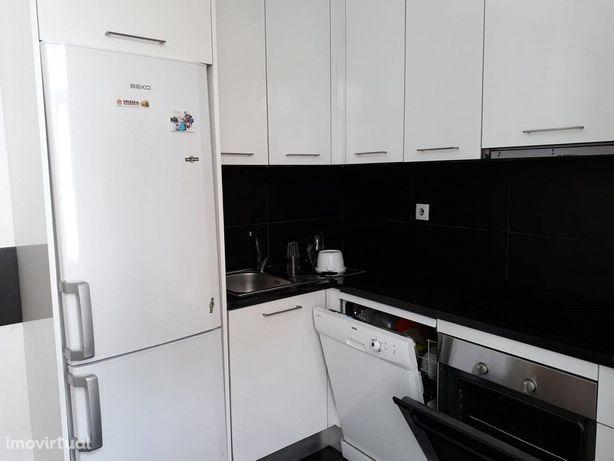 Apartamento T5 mobilado e equipado, junto ao Arco Almedina (A123PL)