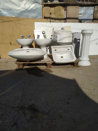Sanita com tampo medicinal e lavatórios