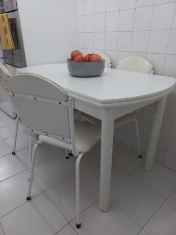 Mesa cozinha extensível +4 cadeiras