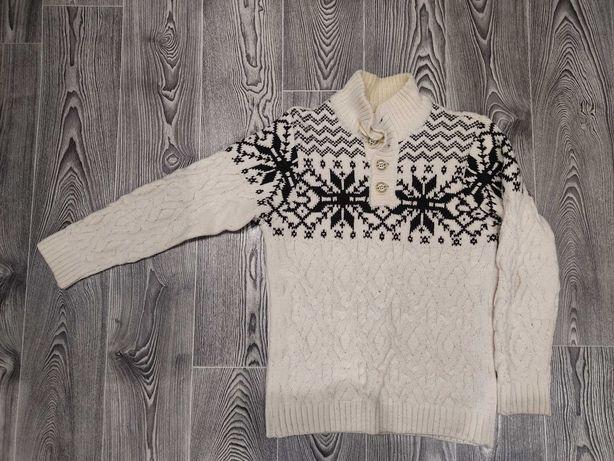 Вязанный белый свитер
