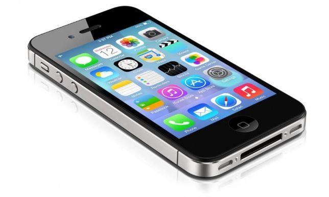 Смартфон Apple iPhone 4S с новым оригинальным аккумулятором.