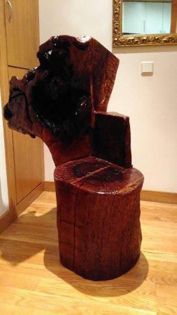 Banco esculpido em tronco de azinheira
