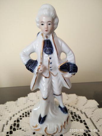 Śliczna figurka Capodimonte