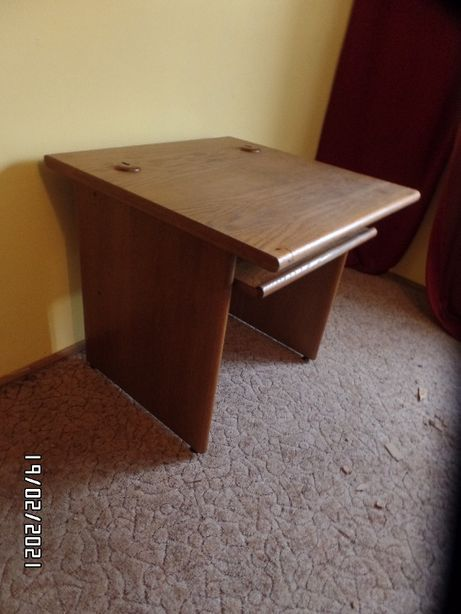 biurko dębowe zgrabne bardzo solidne