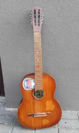 Stara gitara klasyczna