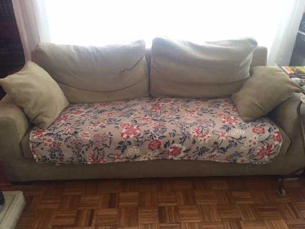 sofá usado muito confortável mas a precisar de ser estofado