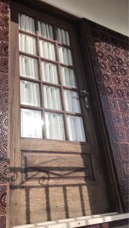 Porta madeira kambala escura com vidro lapidado