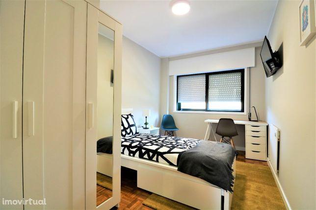 Quarto Privado ao Polo Universitário - Apartamento com 3 Quartos