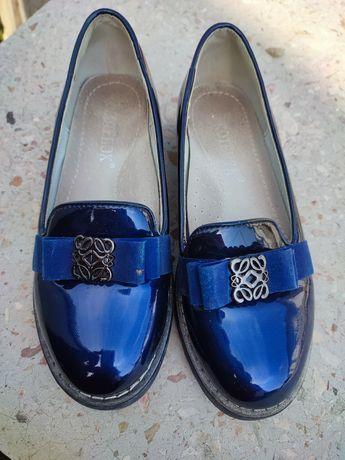 Продам туфлі для дівчинки.