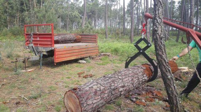 Pinça para rolos de madeira.