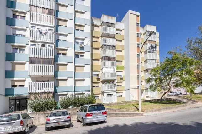 Apartamento T2 em Santo António da Charneca – 2 andar