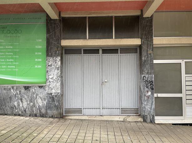 Lugar de Garagem Rua Augusto Luos, Porto (Carolina Michaelis)