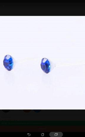Brincos azuis e brilhantes