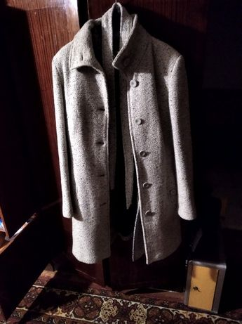 пальто серое . .
