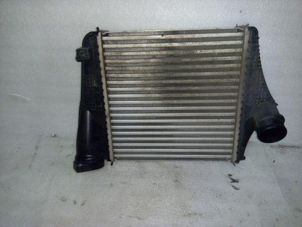 chłodnica powietrza intercoolera prawa AUDI Q7 V8T